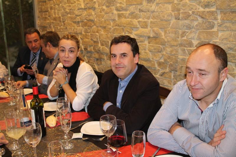 Conoce Gente en Alicante con HombresalaCarta