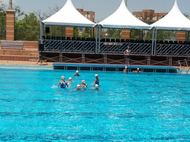 Nataci n sincronizada en la piscina del monte tossal for Calle alberca 9 boadilla del monte